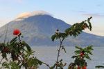 Lago Atitlan mit Vulkan Toliman, Guatemala