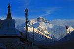 Mount Everest (8.848 m) vom Kloster Rongbuk  (5.200 m) aus, Tibet