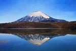 Vulkan Parinacota (6.348 m) mit Lago Chungara,  Nationalpark Lauca, Chile