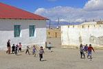 Sportunterricht in Karakul, Pamir, Tadschikistan