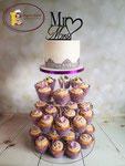 Cupcake toren met aansnijtaart bruiloft