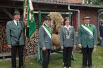 Unsere Erntekönigin und ihre Ehrenmänner,stolz wie Oskar.