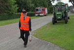 Unsere Absicherung während des marschieren durch das Dorf.