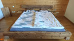 Altholzbalkenbett, gebürstet und farblos geölt