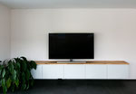 TV-Möbel mit Parkettabdeckung und viel Stauraum