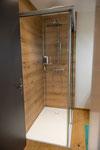 Kompletter Badumbau, Dusche in Eichen-Optik mit Glastüre