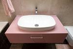 Lavabomöbel mit aufgesetztem Becken