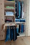 Arvenkleiderschrank mit Hosenauszug, Kleiderlift und viel Stauraum