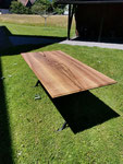 Am Sonnenlicht kommt die wunderschöne Holzfläche besonders gut zur Geltung