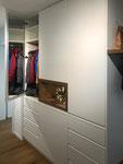 Garderobenspiegel auf der Türinnenseite aufgeklebt, für ein angenehmes Wohnklima