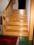 Treppe mit Geländer aus Parkett