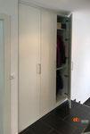 Garderobe mit viel Stauraum, passgenau in Wandnische