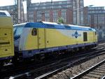 246 005-3 verlässt mit ihrem Metronom-Zug den Hamburger Hauptbahnhof in Richtung Harburg, wo sie Kopf macht um dann nach Cuxhaven zu fahren.