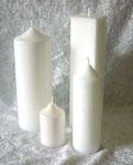 Weiße Kerzen sind sehr aufwändig, da die Formen Restfarbe abgeben. Nur größere Bestellungen möglich.