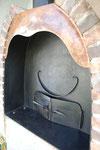 堀井健次郎さんによる扉。微妙な局面と風合いがあります。扉は石窯の顔ですね。