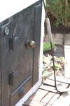 扉と火かき棒もオリジナルです。