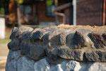地元の石で土台をつくりました。石は地域の宝ですから、いつも地元で石を探します。日本各地で様々な石があります。