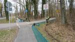 Der Zaun gegenüber des Güterfelder Haussees, im Vordergrund B. Sell
