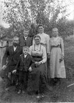 Familie Aldrian, hinten Mitte meine Großmutter Maria (1898-1927),links Josef (Koller +1998), rechts Theresia (+1951), vorne Vinzenz (Brenner 1907-)