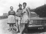 Frau Nagl, ich und Ria mit neuem B-Kadett 1968