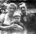 Eltern mit Franzerl 1949