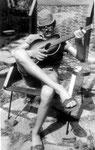 Mit Gitarre 1969