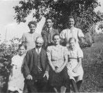 Familie Zagl 1942, vorne: Sophie, Großvater, Großmutter, Gretl, hinten: Mami Maria, Willi, Cilli