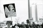 © Merit Schambach, www.wir-waren-so-frei.de / Demo Alexanderplatz 19.11.1989