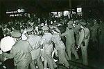 Ungenehmigte Demo am S-Bahnhof Schönhauser Alle, 7.10.1989, © Merit Schambach, www.wir-waren-so-frei.de