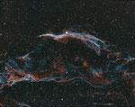 Cirrus Komplex Bicolor, Esprit 80/400+ 0,79 TS Reducer, Astrodon Ha+OIII 3nm Filter, 6 Std. Belichtung, Die 20min. Subs wurden mit einer nicht eingenordeten Montierung gemacht.