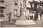 1923 wurde der heute Reuter-Brunnen erichtet, der heute als Mudder-Schulten-Brunnen bekannt ist.