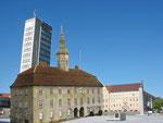 """2008 brachte """"Erbse"""" diesen Vorschlag in die Diskussion um die Marktgestaltung ein und schaltete eine Internetseite frei, die zum Wiederaufbau des Rathauses aufrief (www.altesrathaus.npage.de)."""