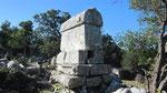 Tomb, Belos