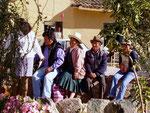 Prozessionszuschauer in Pisac, Peru