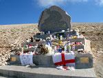 Gedenkstein für tödlich verunglückten Radrennfahrer der Tour de France
