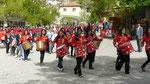 Défilé jusqu'au monument d'Ataturk