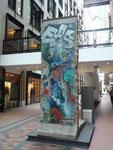 Centre Mondial du Commerce (Morceau du mur dr Berlin)