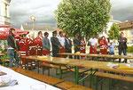 Weihe des neuen Rotkreuz-Autos (Sommer 2011), Matthias Laurenz Gräff sechster von links mit einem Teil der Garser Mannschaft; Foto von Gerhard Baumrucker, NÖN Horn
