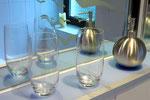 Verschiedene Hygieneartikel stehen  im Badezimmer zur Verfügung