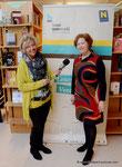 Übergabe des Leseturms an die Korneuburger Bibiotheken - Nana Bausback von Radio Korneuburg und Mag. Dr. Margit-Helene Meister (Land NÖ)