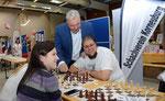 Edi Finger jun. am Stand des Schachvereins Korneuburg am 2. Korneuburger Sport- u. Gesundheitstag (mit  Edi Finger jun. und Roman Pertl)