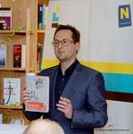 Übergabe des Leseturms an die Korneuburger Bibiotheken (Kulturstadtrat Andreas Minnich)