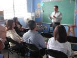 Dr. Candelaria orienta a los pastores en la segunda ronda de entrevistas
