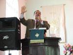 Pastor Felix Castro predica con unción en la Igl.