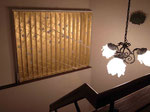 《32のリンゴ》2014/金箔、ポリエステル、合成樹脂/135×154 cm  《32 Apples》2014/Gold ieaf, Polyester, Synthetic resin/135×154 cm