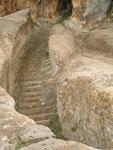 """les escaliers du """"tombeau du roi Midas"""""""