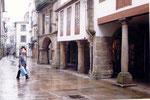 la pluie claque sur le pavé mouillé de Santiago