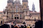 la messe du dimanche sur le parvis de la cathédrale
