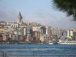 la tour (génoise) de Galata domine le quartier cosmopolite de Beyoglu