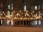 la suspension de la Mosquée bleue (Sultanahmet Camii) d'Istamboul